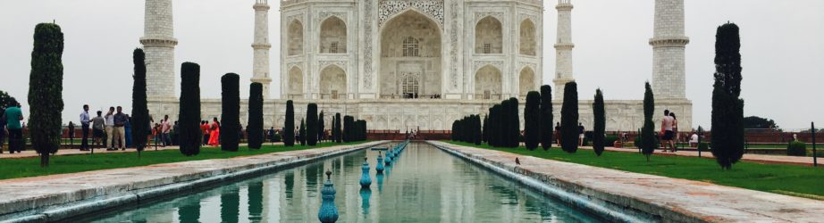 Taj Mahal – India: the story of a symmetrical love