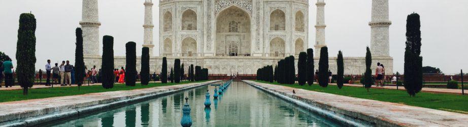 Taj Mahal – India: the story of a symmetrical love