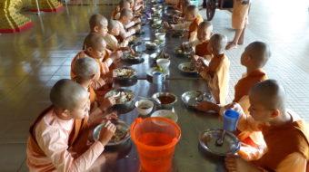 Monaci e monache della Birmania (Myanmar)