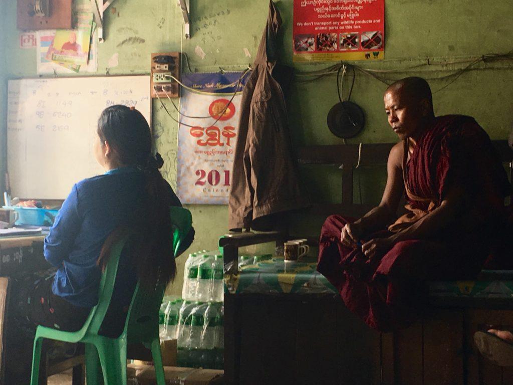 monaci birmania