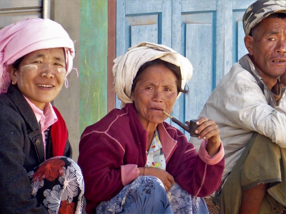 persone in birmania