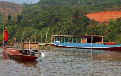 Cosa vedere e fare in Laos: In barca da Nong Khiaw a Muang Ngoi (Video)
