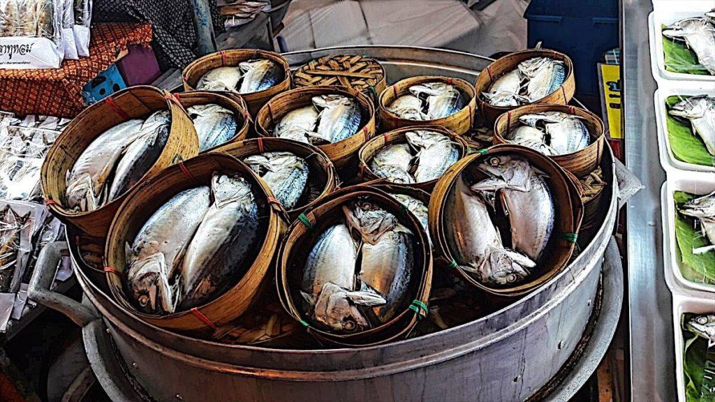 mercato galleggiante di amphawa