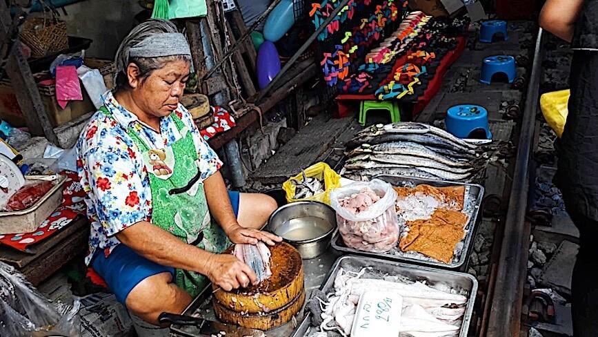 mercato sui binari di mae klong